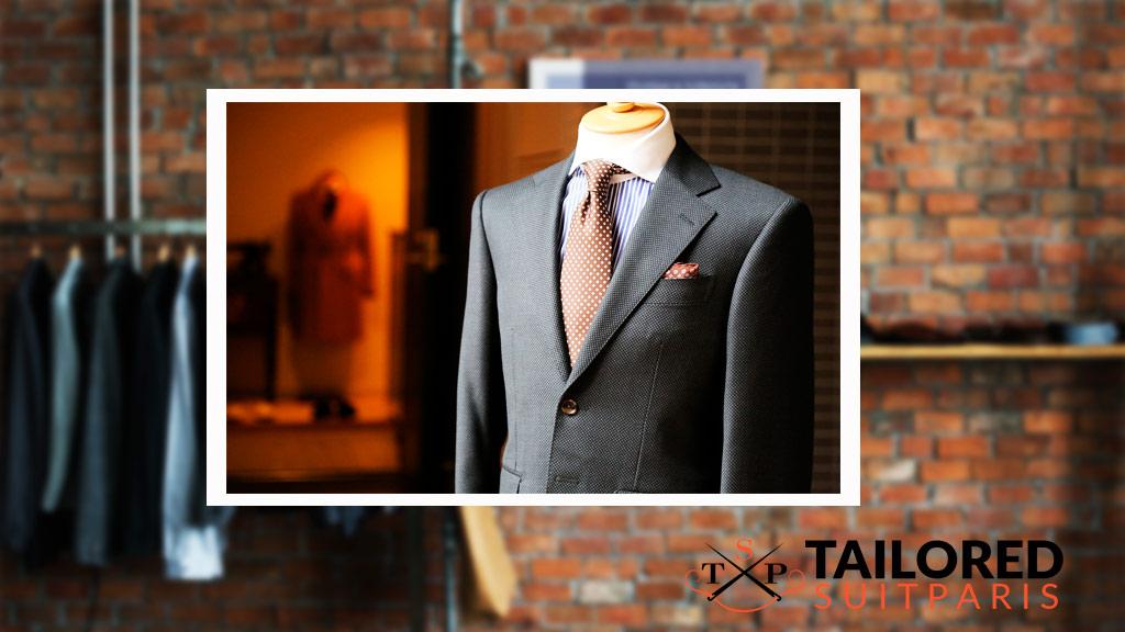 Un costume sur mesure est la quintessence de l'élégance.