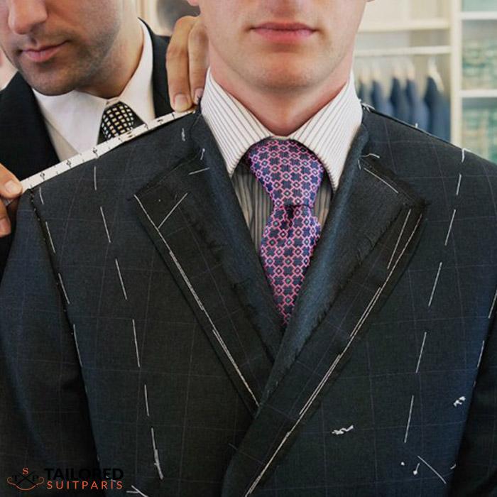 Combien de temps dure le processus de fabrication d'un costume sur mesure ?